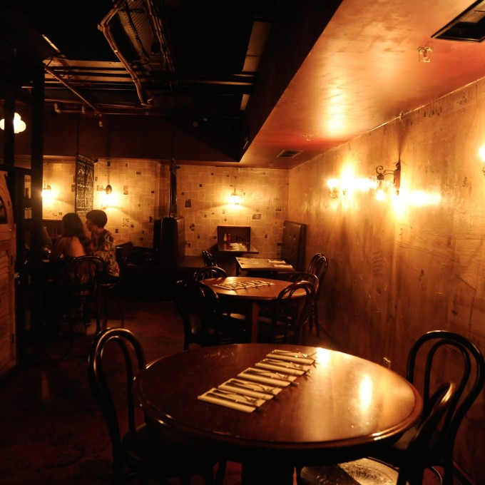 meeting in a dimly lit bar What are the best bars near union square (nyc)  a dimly lit lounge on the top and a still more dimly lit bar on the  where is a great meeting spot near union .